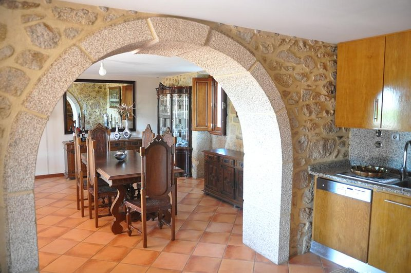 Beautiful house with garden & Wifi, holiday rental in Travassos