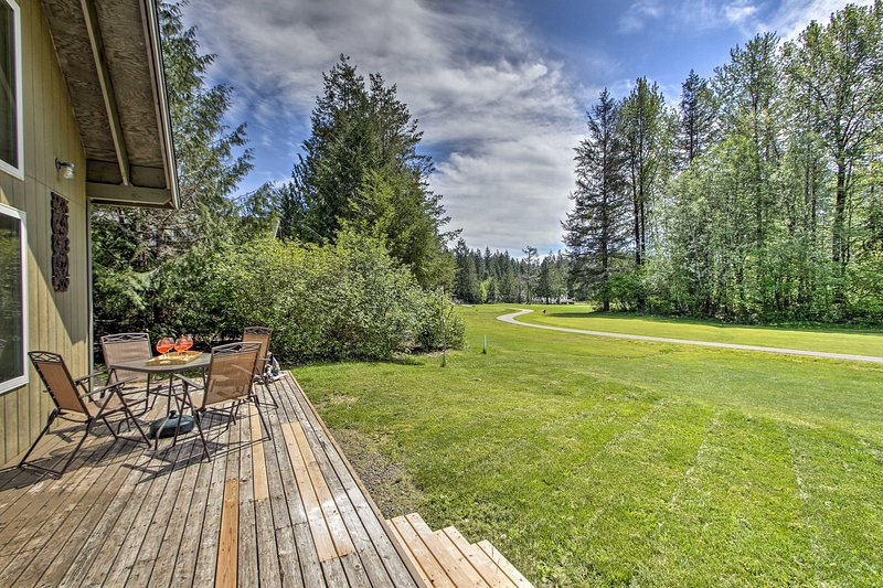 Peaceful Hoodsport Home w/Lake Access&Forest Views, vacation rental in Hoodsport