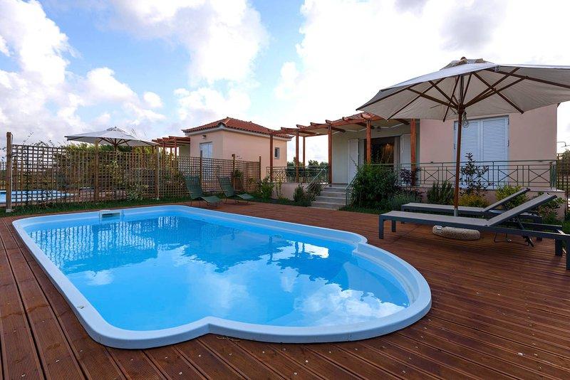 Prive zwembad en tuin