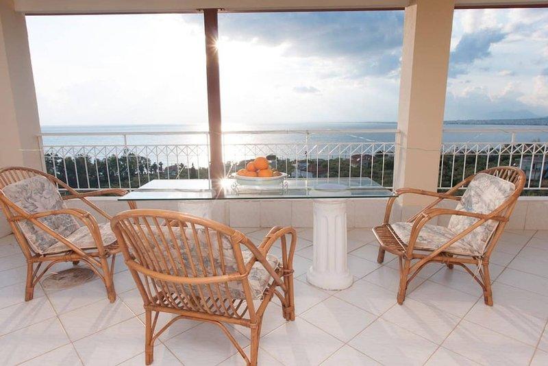 Premier étage: balcon avec vue sur la mer