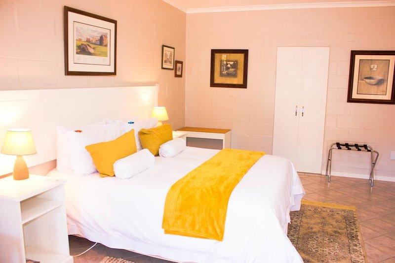 Glenfinnan Guest House: Room 2 (Double Room w/ Garden View), aluguéis de temporada em Saldanha