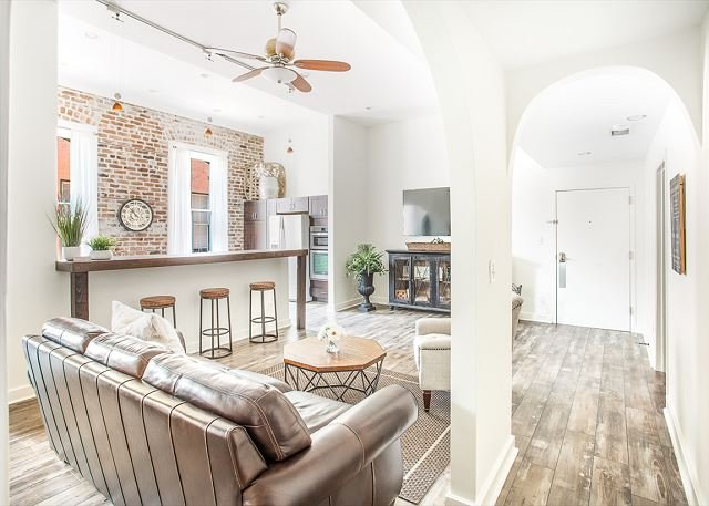 Spacious Downtown Loft with Large and Open Living Area by Lucky Savannah, holiday rental in Rincon