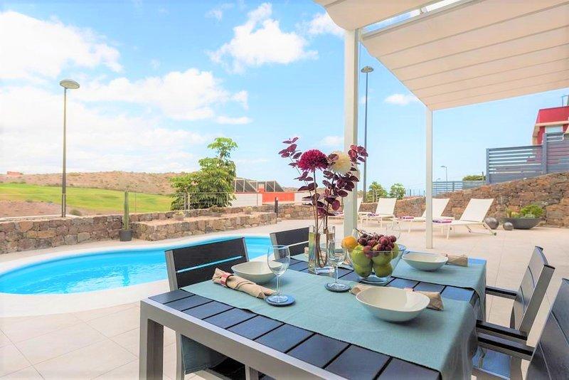 Tranquil Modern Villa with Private Salt-Water Pool, aluguéis de temporada em San Bartolome de Tirajana