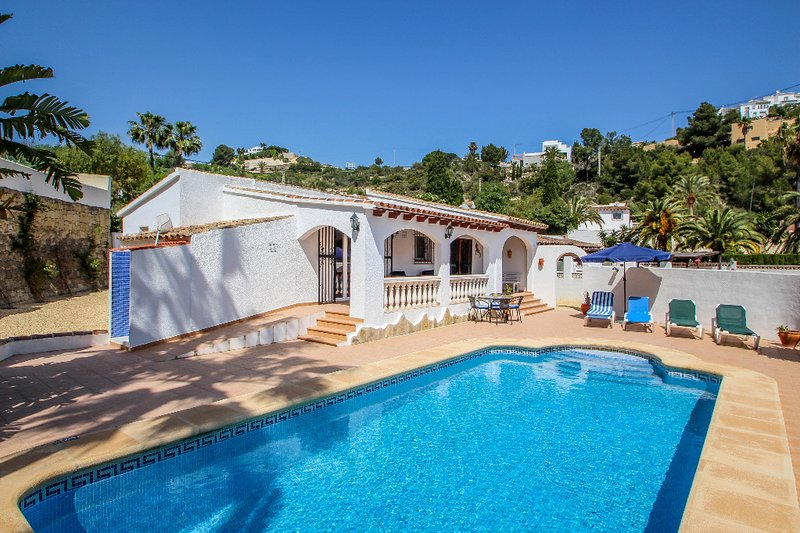 Colina - holiday home with private swimming pool in Moraira, vacation rental in La Llobella