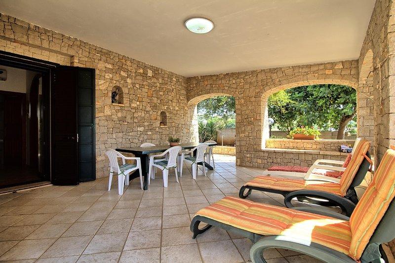 Pisinè beach house, holiday rental in Marina di Felloniche