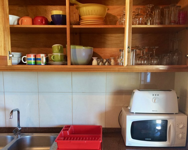 Todas las comodidades y cocina / utensilios para comer