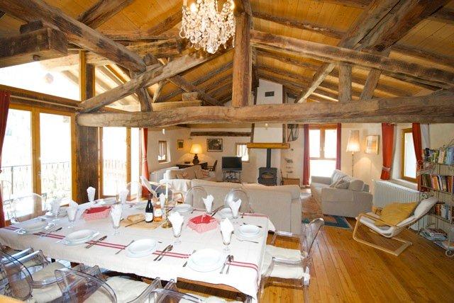 Traditional stone chalet in Savoyard village resort, casa vacanza a Nancroix