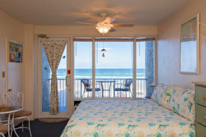 Wake up in the king size bed to ocean front views!