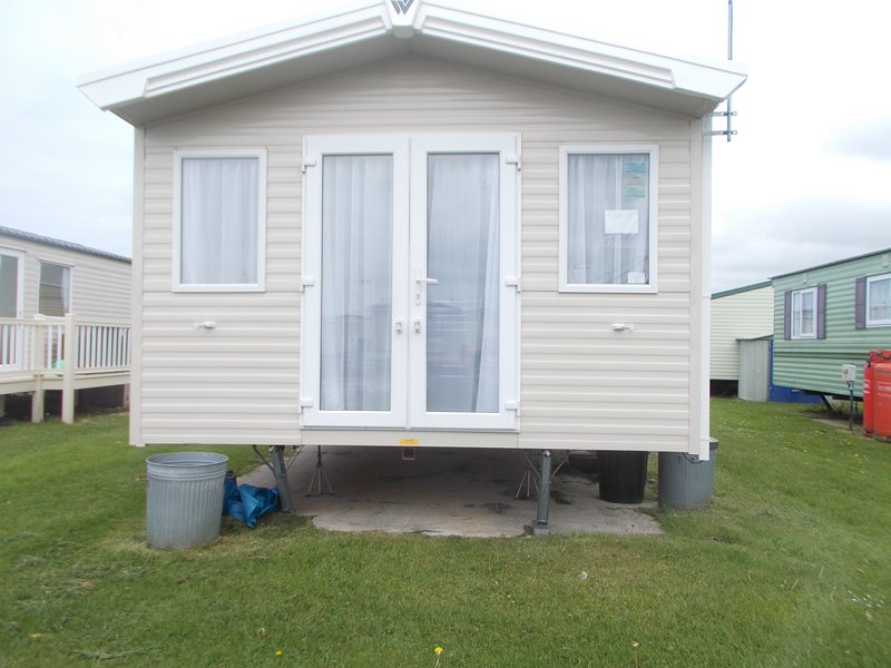 peppy caravan to rent on TY-GWYNED caravan site a small family  run  site with access  to the  beach