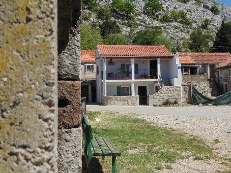 Holiday house Paklenica close to the entrance of Velika Paklenica, aluguéis de temporada em Starigrad-Paklenica