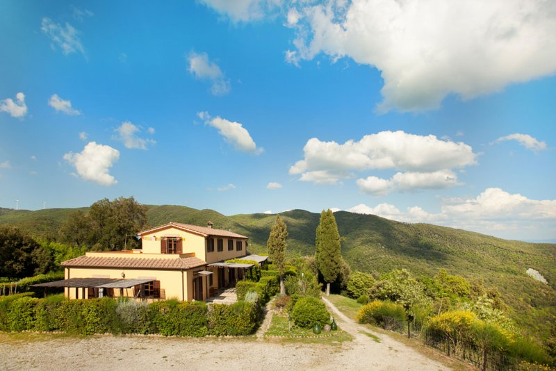 Tuscany Hills Country House close to the Seaside for Groups or Retreats, location de vacances à Riparbella