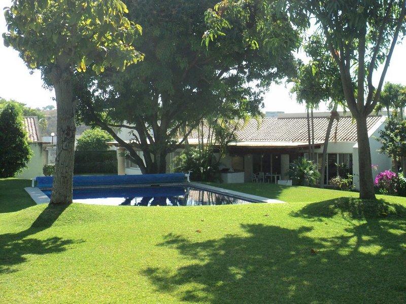 Casa en condominio con alberca y hermosos jardines en Santa Fe, Morelos, location de vacances à Malinalco