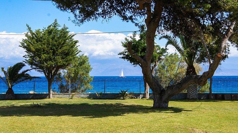 Seafront Cozy 1BR apt at Diakopto Punda Beach very clode to ODONTOTOS train, alquiler vacacional en Grecia Occidental