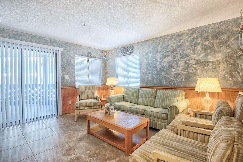 Wonderful Sea Views From This Three Bedroom Bungalow: Beautiful Ocean View Condo/3 Bedroom/3 Bath Sleeps 8 In