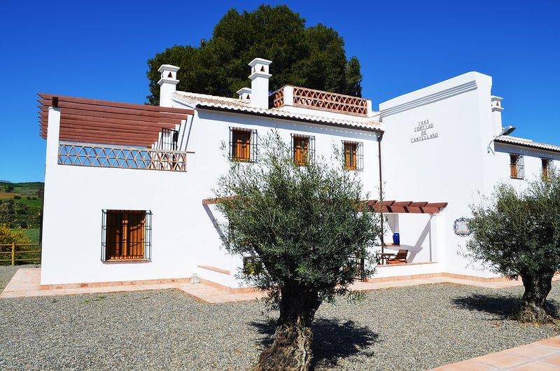 Casa Grande. Casa rural recién renovada cerca del Caminito del Rey., holiday rental in Gibralgalia