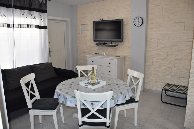 Lovely apartment within walking distance to the beach La Mata, holiday rental in La Mata