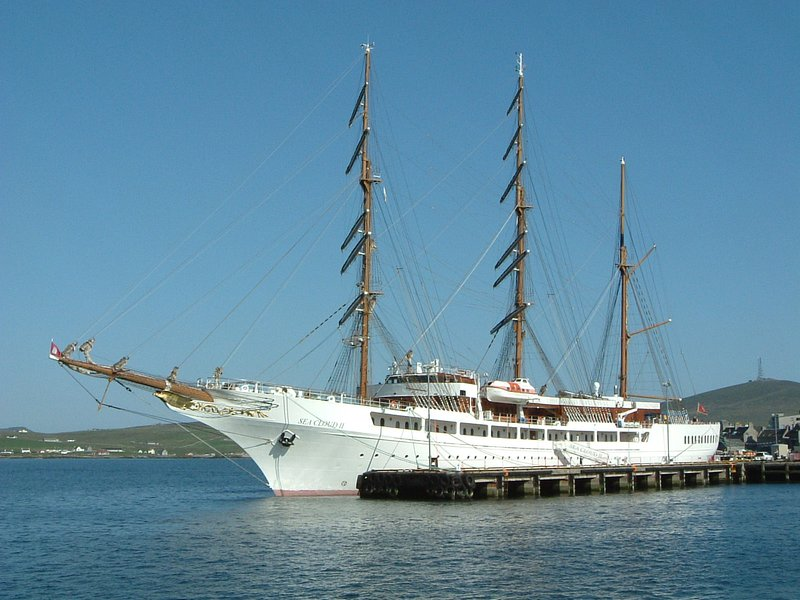 """la formación noruega enviar el """"Stratsraad Lemkhul"""" en el puerto de Lerwick."""