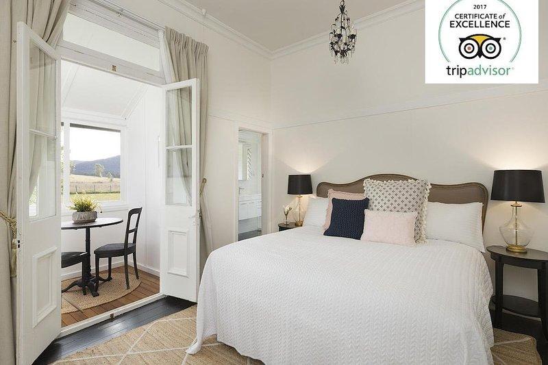 Hunter Valley Accommodation - Millfield Homestead - Master Bedroom