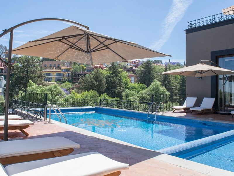Pool! Close to downtown! Private development!, vacation rental in San Miguel de Allende