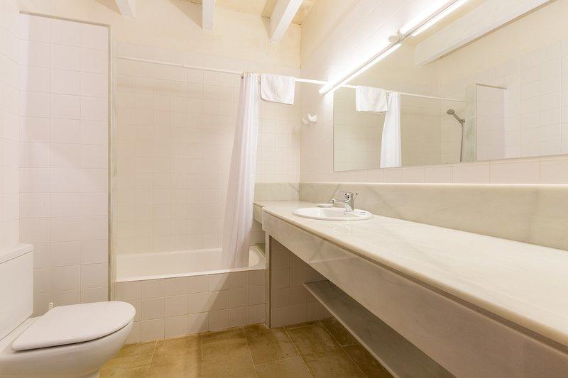 Bagno privato con vasca e doccia