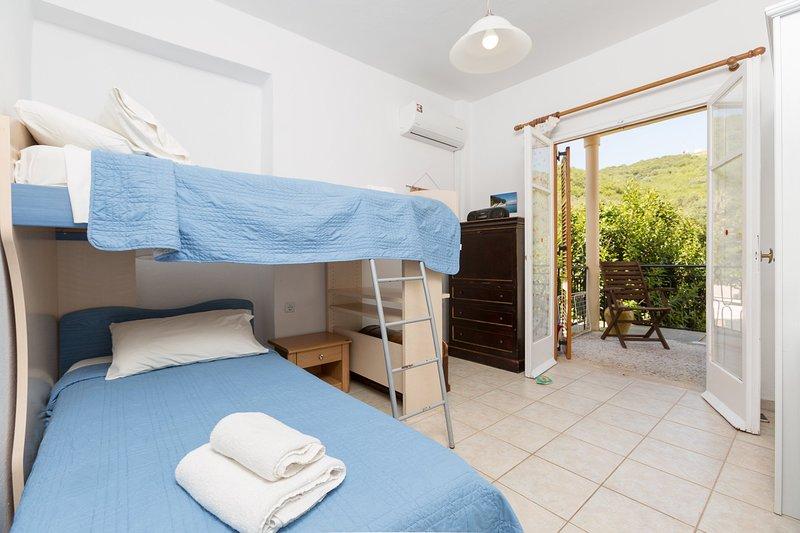 Twin Schlafzimmer (Etagenbett) mit A / C und Zugang zum Balkon