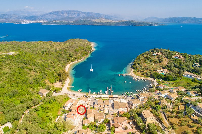Luftaufnahme von St. Stephanos zeigt Lage von Anna Apartment