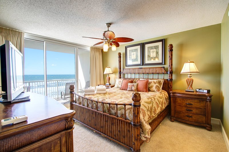 Stunning King Master Suite with Huge Bath & Gorgeous GULF VIEWS!