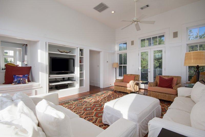 882 Forest St | Bonny Dune-Living Room