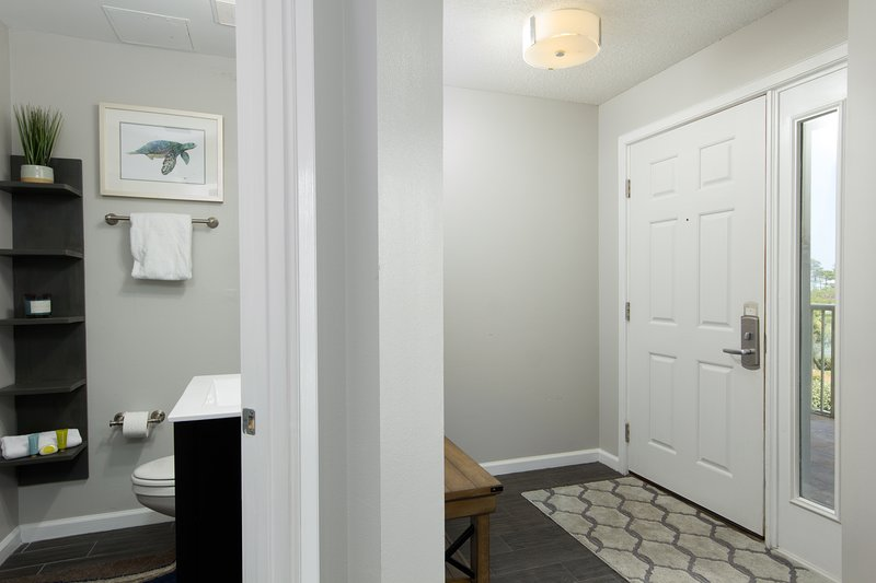 The Crescent 202-Entryway