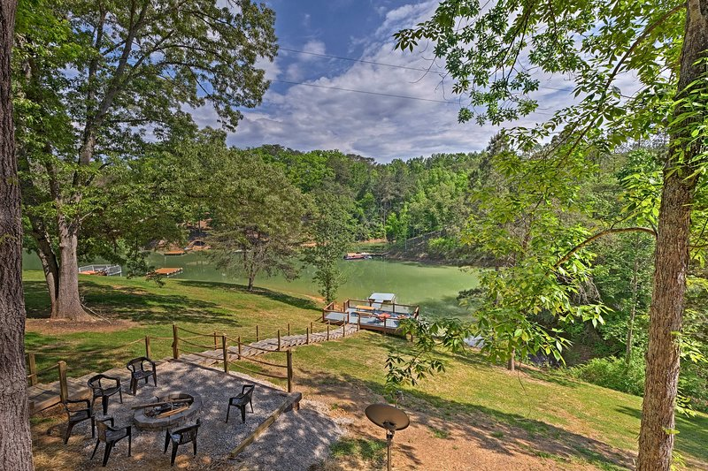 Douglas Lake Cabin w/Dock- 30 Min to Pigeon Forge!, holiday rental in Dandridge