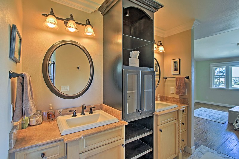 You'll find a double vanity in the en-suite bathroom.