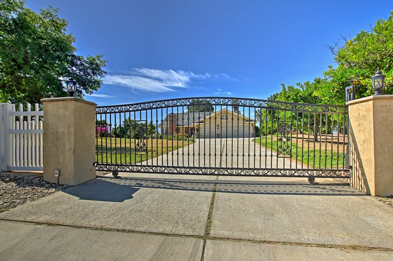 Stonewood Farms is a beautiful gated property in theTemecula Valley.