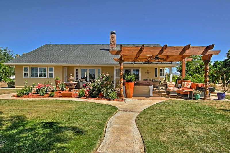 'Casa Madera' at Stonewood Farms is your new go-to Temecula retreat!