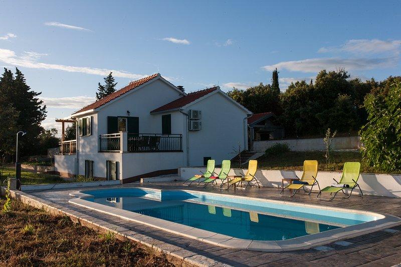 Villa Tonka, vacation rental in Skrip
