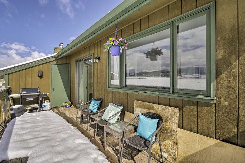 Este hermoso condominio cuenta con un interior actualizado y una cubierta amueblada para 6 personas.
