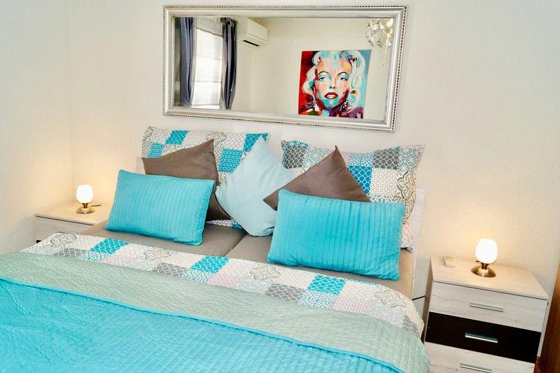 Chambre avec lit double et un lit simple