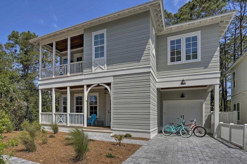 Large, Modern Santa Rosa Home - Walk to Beach!, vacation rental in Blue Mountain Beach