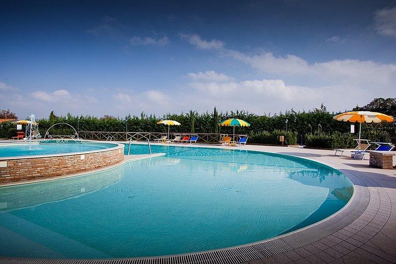La Pieve Villa Sleeps 6 with Pool and Air Con - 5638610, location de vacances à Montemaggiore al Metauro
