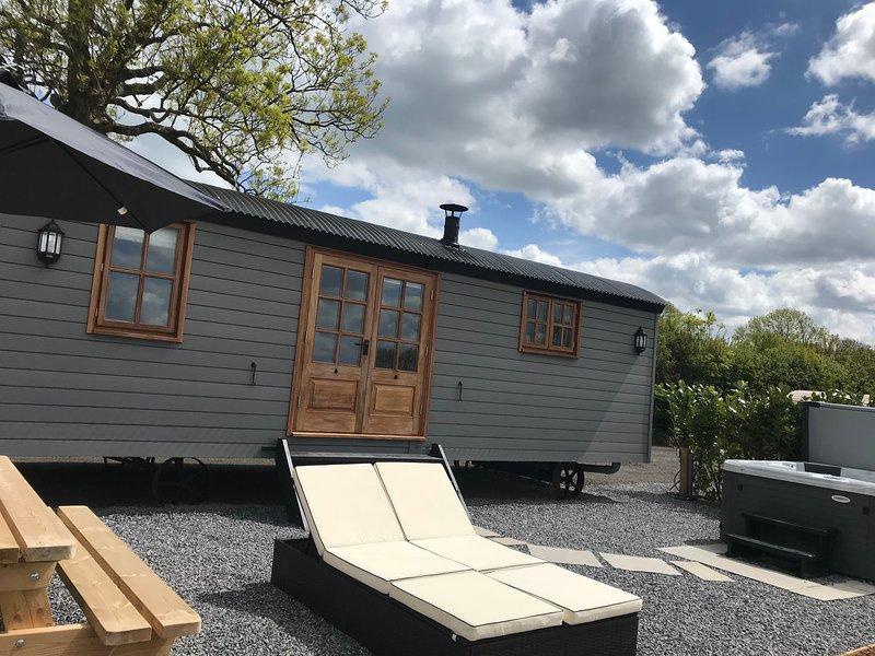 Dreamhuts Retreat- Shepherds Bliss, holiday rental in Uffculme