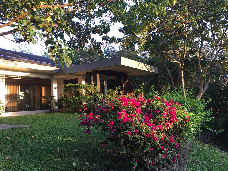 Modern Room with beautiful Pool and Terrace, vacation rental in Central Luzon Region