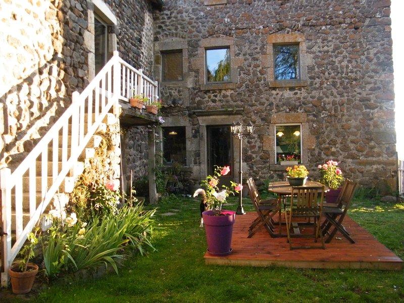 Grand gite  tout confort, vakantiewoning in Lachapelle-Graillouse