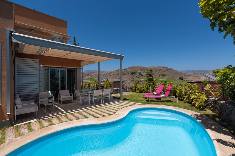 AMAZING VILLA WITH PRIVATE HEATED SWIMMING POOL, holiday rental in Meloneras