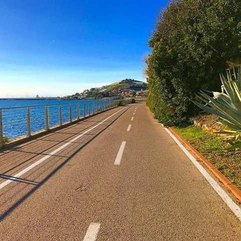 The beautiful cycle path that runs along the sea