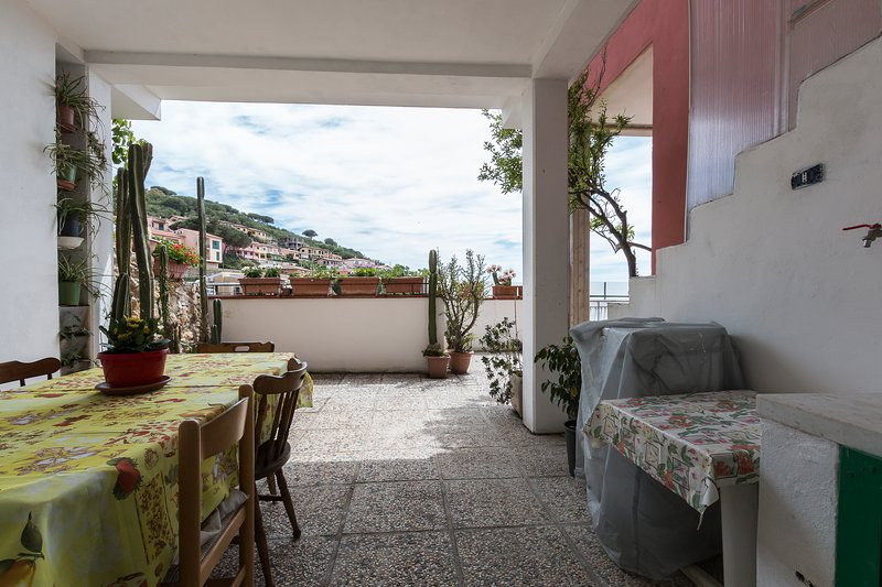 covered terrace with sea view
