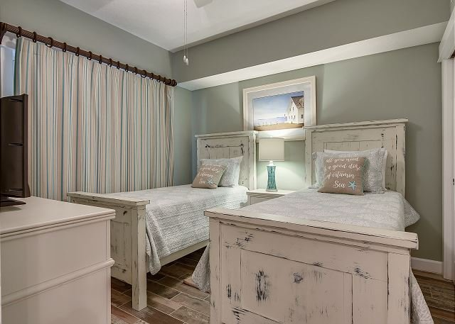 Second Bedroom with two Twin Sized Beds