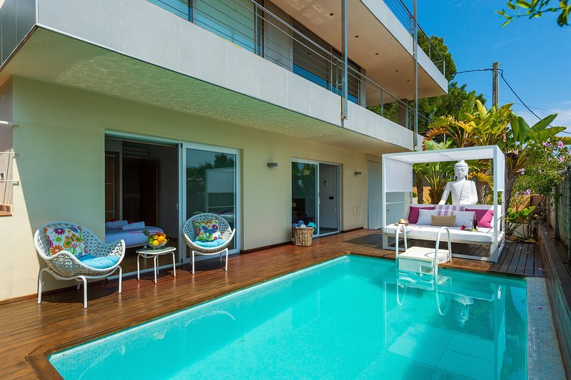 Villa Destino, up to 10 with private pool and terrace., holiday rental in Ibiza Town