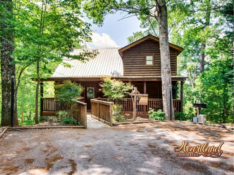 Cabin near Gatlinburg and Pigeon Forge Tennessee