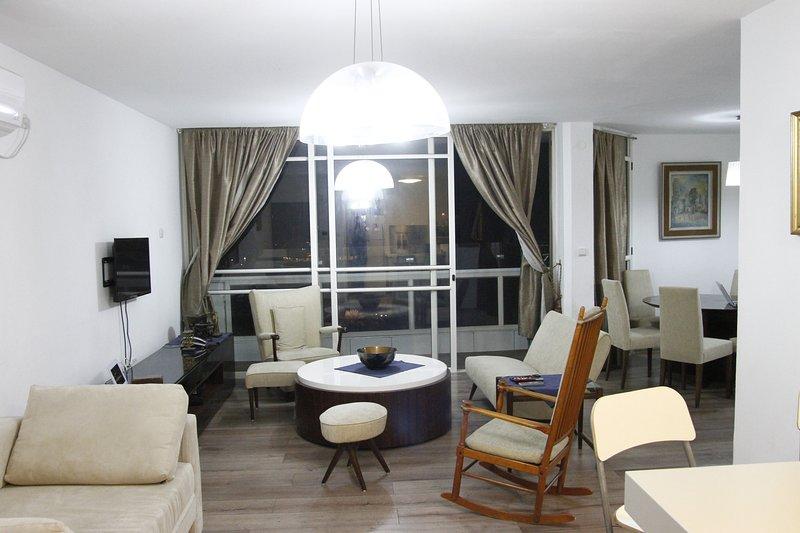 luxury sea view apartment, location de vacances à Bnei Brak