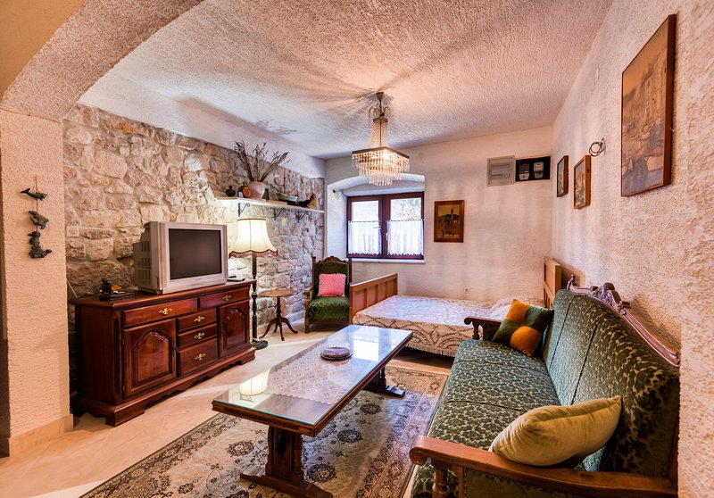 Apartment Sonja 2, holiday rental in Zlarin Island