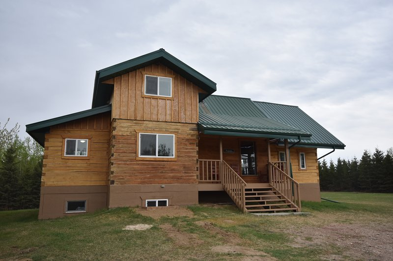 Timberland Lodges - The Aspen Lodge, holiday rental in Saskatchewan